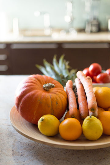 Obst- und Gemüse in einer Schale